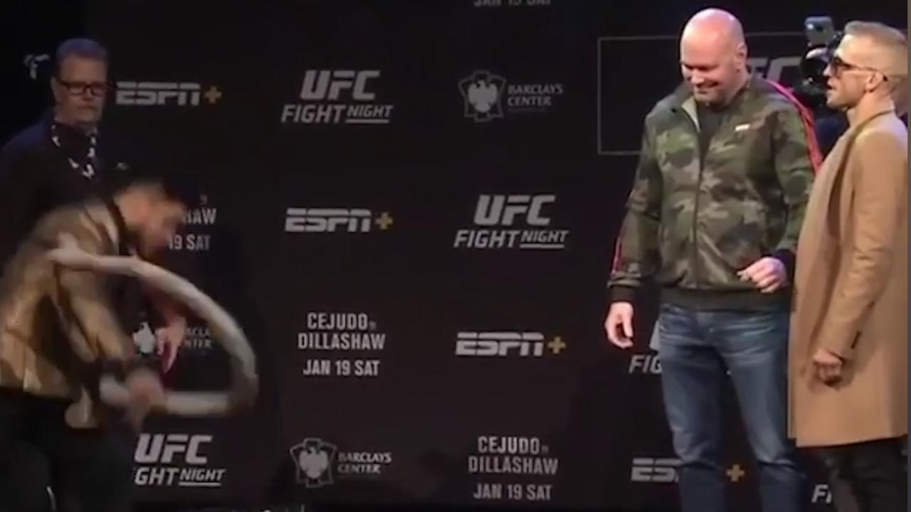 UFC-vechter Cejudo intimideert Dillashaw met rubberen slang