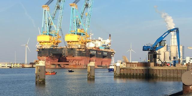 Actie Greenpeace in Groningse Eemshaven beëindigd door politie