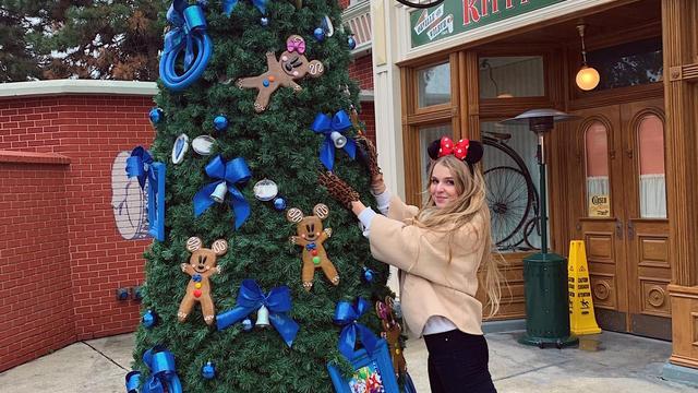 In pyjama All You Need kijken: dat is Kerst 2020 voor Ivana Batstra.