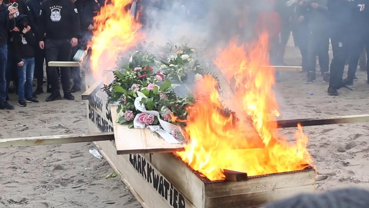 Vreugdevuren herdacht met 'crematie' in Duindorp