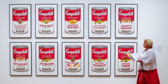 Vrouw beschadigt Andy Warhol-schilderijen op eerste date