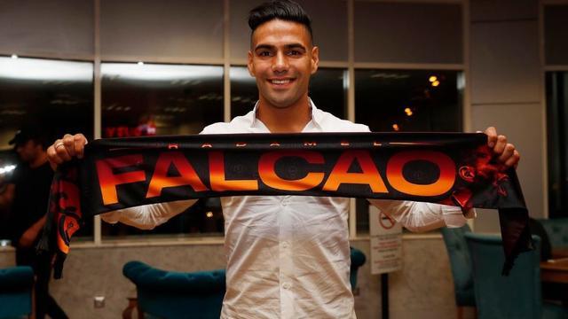 Falcao tekent bij Galatasaray en wordt ploeggenoot van Babel