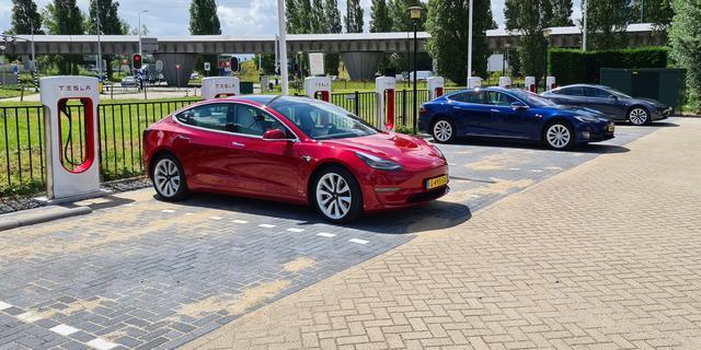 Elon Musk belooft gratis zelfrijdende besturing voor nieuwe Tesla's