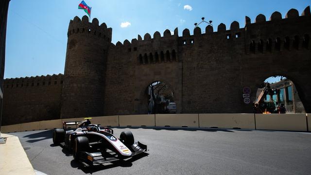 Formule 2-coureur De Vries net naast podium bij sprintrace in Bakoe