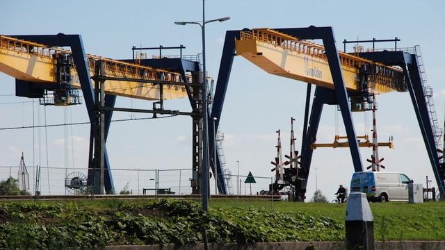 Alphense Overslag Terminal wil op hele terrein vier containers stapelen