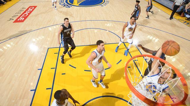 Warriors en Curry verbeteren record bij zege op Magic