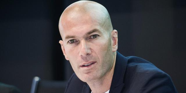 Zidane op dreef tijdens zaalvoetbalwedstrijd