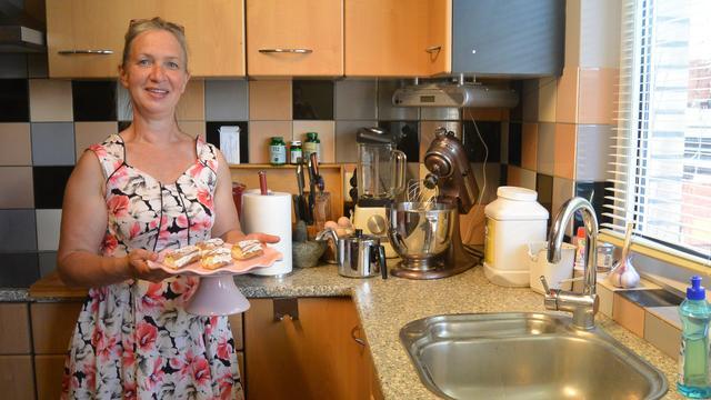 Manuela van der Heijden schittert in 'Heel Holland Bakt'