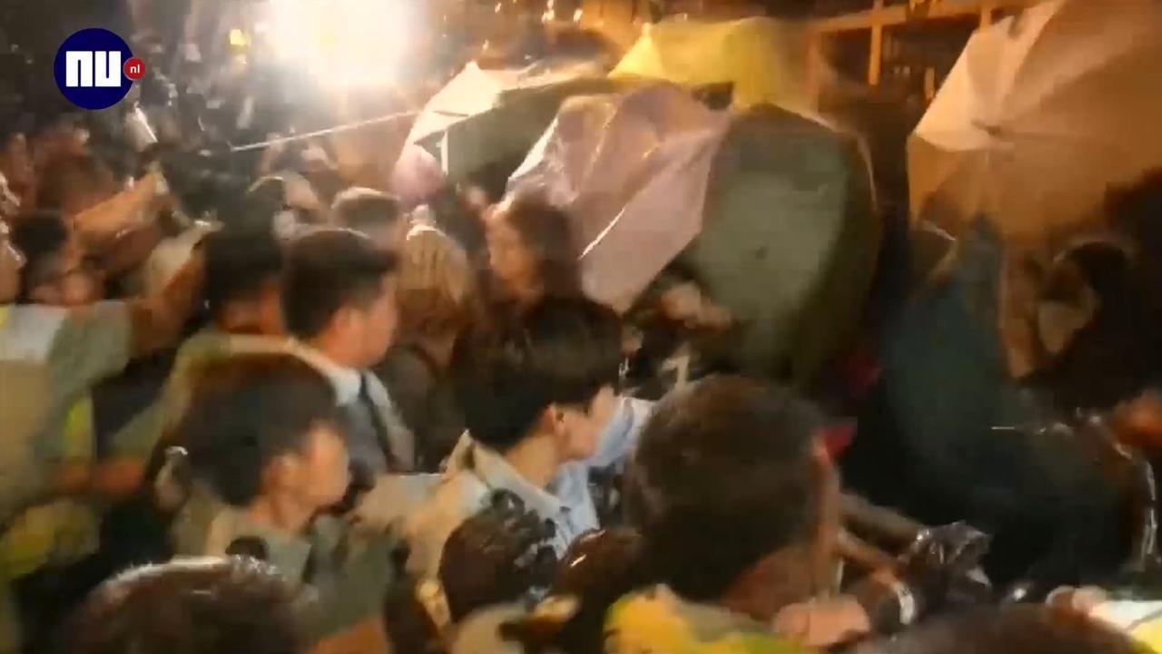 Politie Hongkong gebruikt traangas tegen duizenden betogers