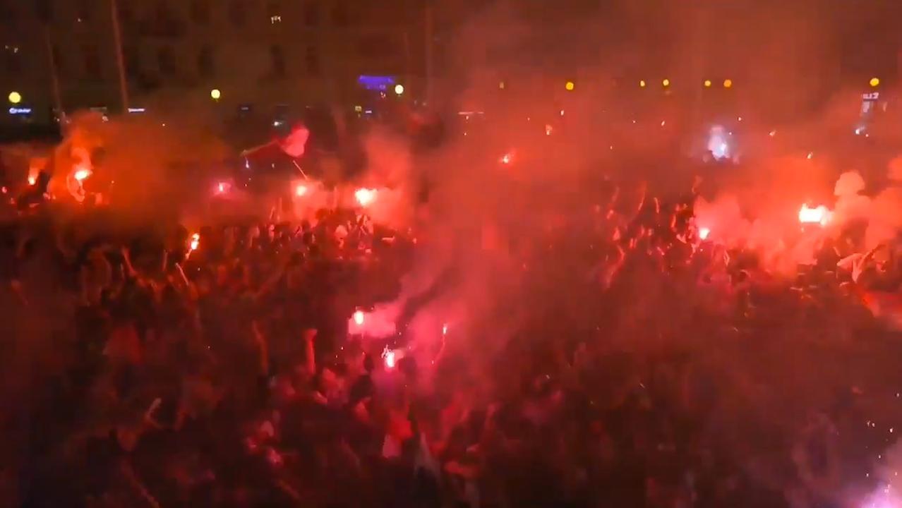 Kroatische fans vieren uitbundig feest na winst op Engeland