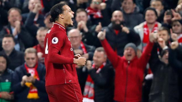 Twee treffers Van Dijk bij ruime zege Liverpool, moeizame overwinning City