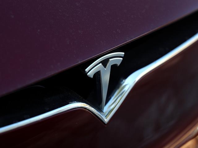 Tesla ontwikkelt eigen chips voor kunstmatige intelligentie