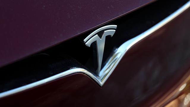Zelfrijdende Tesla botst op brandweerwagen in VS