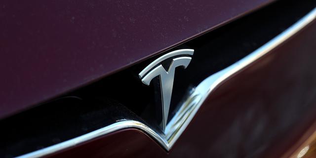 'Tesla en AMD werken aan chip voor zelfrijdende auto's'
