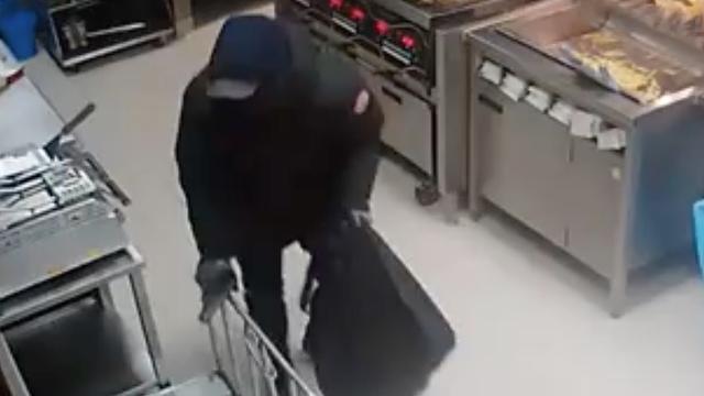 Politie deelt beelden overval KFC Veenendaal