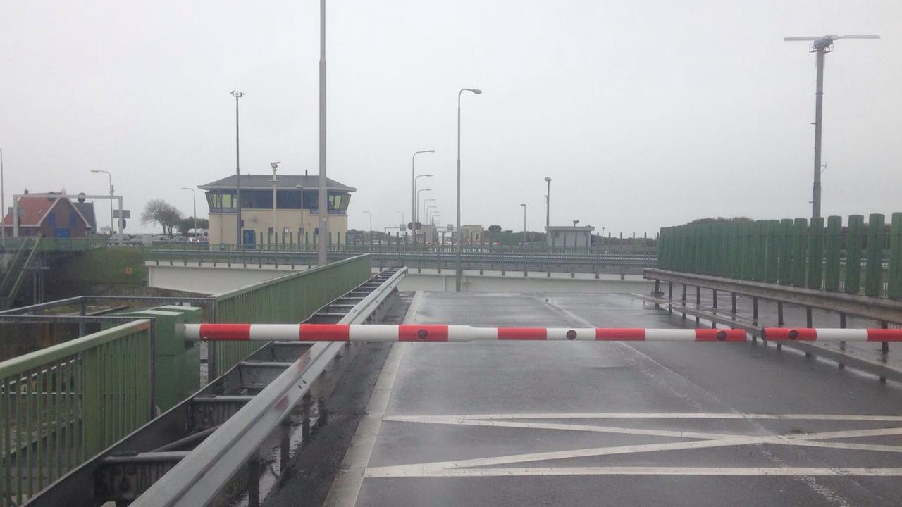 Afsluitdijk in beide richtingen afgesloten door storing