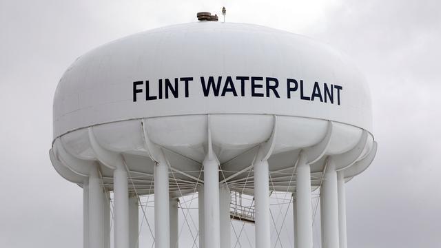 Nog vier ambtenaren aangeklaagd in waterschandaal Flint