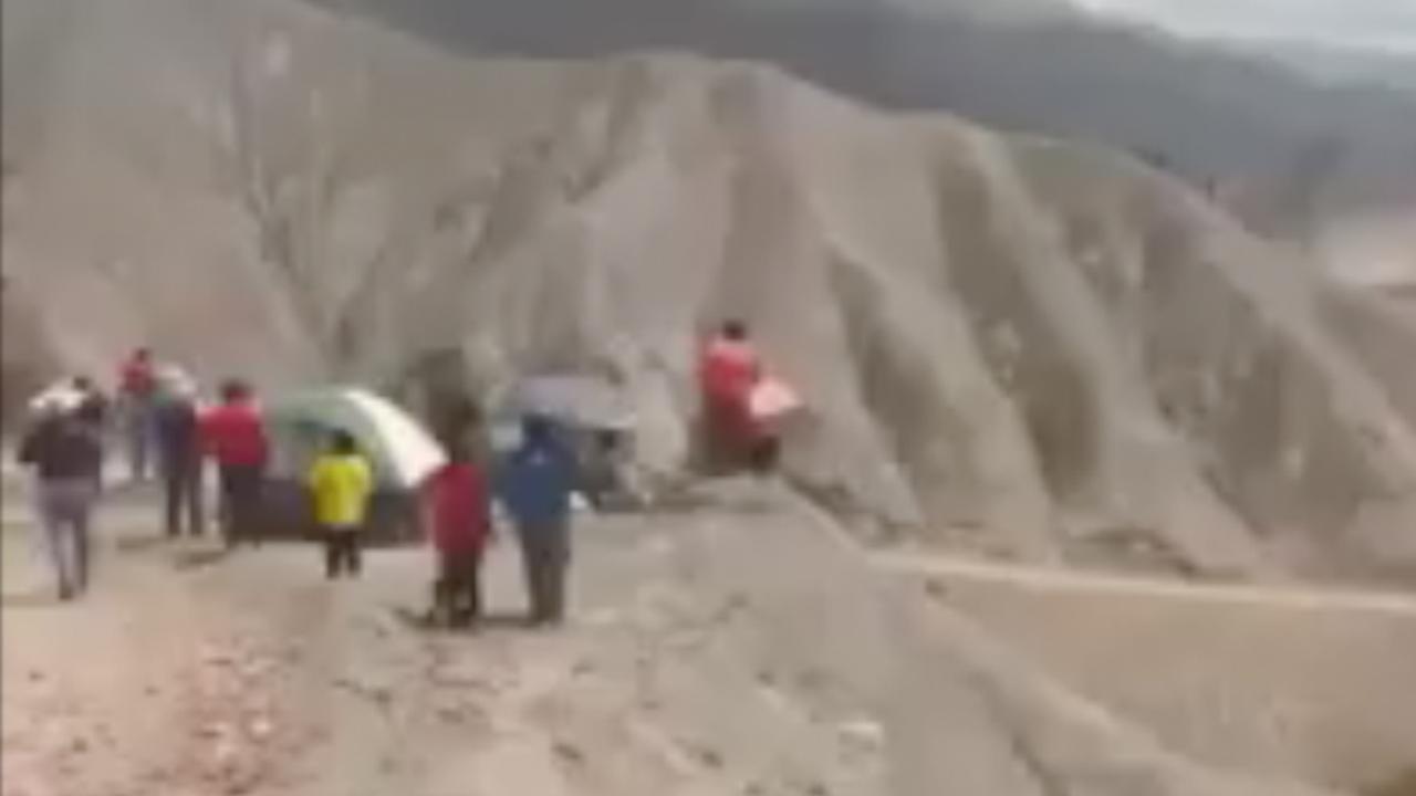 Kanshebber Sainz crasht op spectaculaire wijze in Dakar Rally