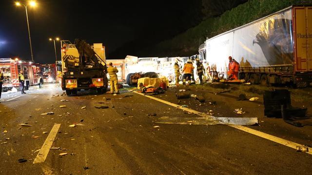 A28 blijft tot vrijdagochtend dicht na groot ongeval