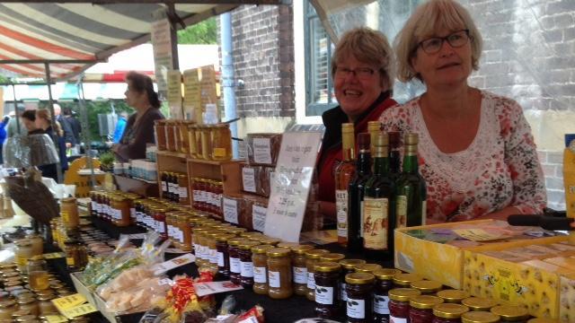 Bijenmarkt in tuin Museum Volkenkunde