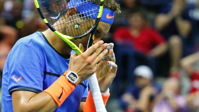 Nadal na thriller uitgeschakeld op US Open, Djokovic eenvoudig verder