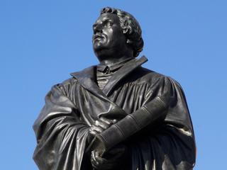 Dit jaar vijfhonderd jaar geleden dat Luther basis legde voor Reformatie