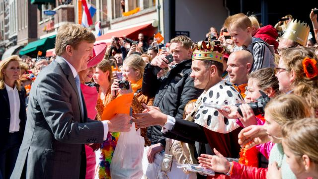 Hoe viert men Koningsdag over de grens?