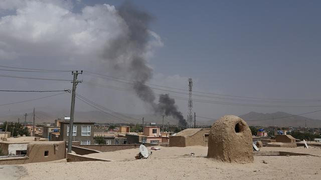 Tientallen doden bij aanval op Afghaanse overheidsgebouwen