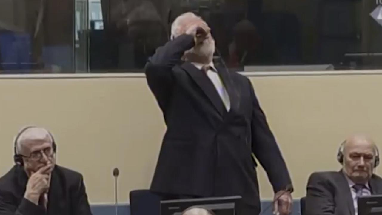 Oorlogsmisdadiger drinkt vergif in rechtbank bij Joegoslavië-Tribunaal
