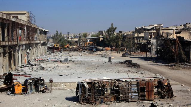 Gevechtsvliegtuigen bombarderen delen Aleppo