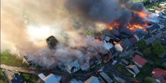Veertig woningen in brand in Pools dorp, vier gewonden naar het ziekenhuis