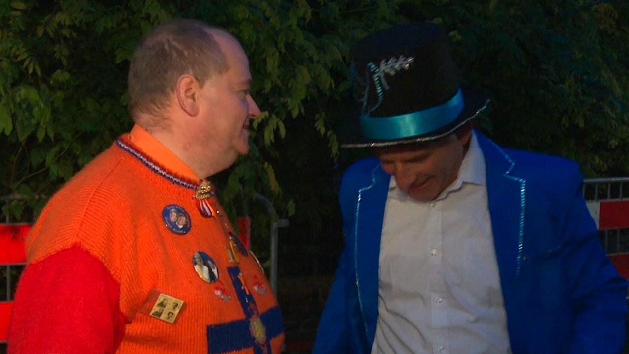 Eerste Oranjefans bij Paleis Noordeinde op Prinsjesdag