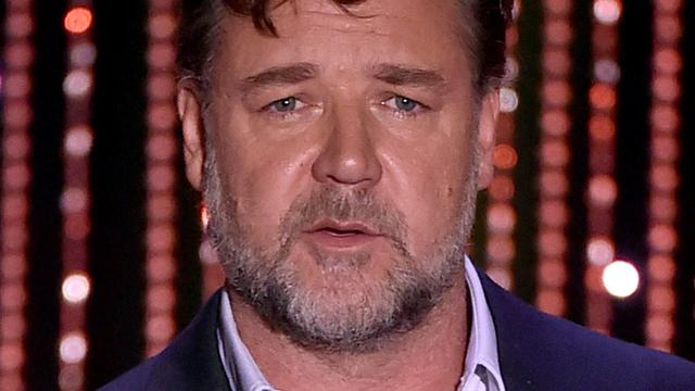Russell Crowe boos over hoverboardverbod in vliegtuig