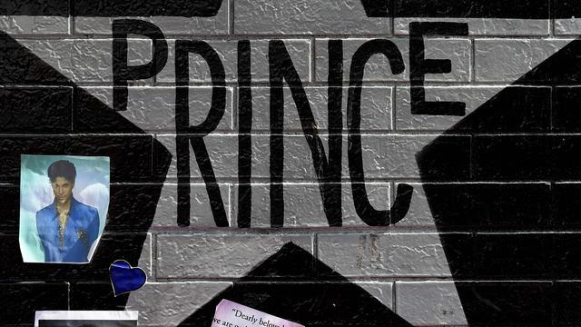 Prince zaterdag in besloten kring gecremeerd