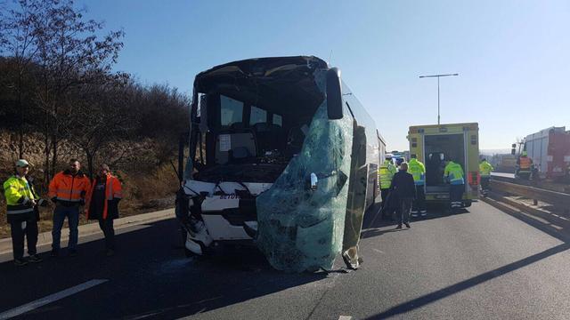 Twee Nederlanders gewond na busongeluk in Tsjechië
