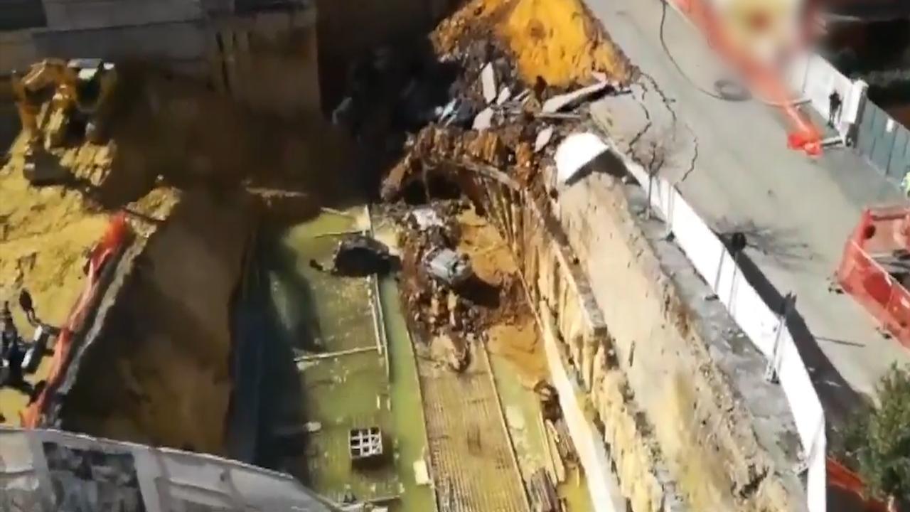 Dronebeelden tonen tien meter diepe sinkhole in Rome