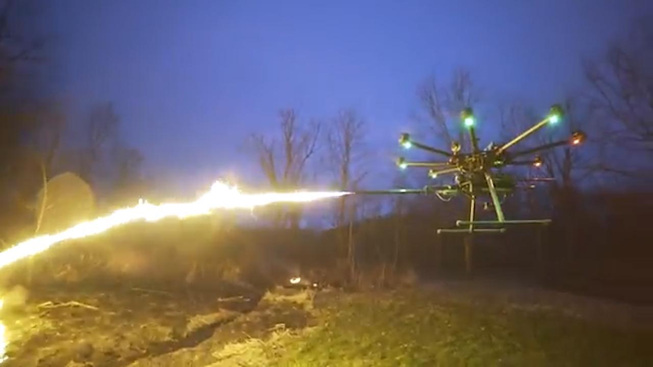 Hobbyisten creëren vuurspuwende drone in VS