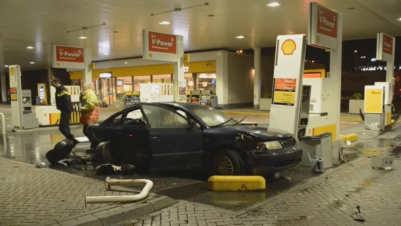 Ravage bij tankstation A4 door aanrijding
