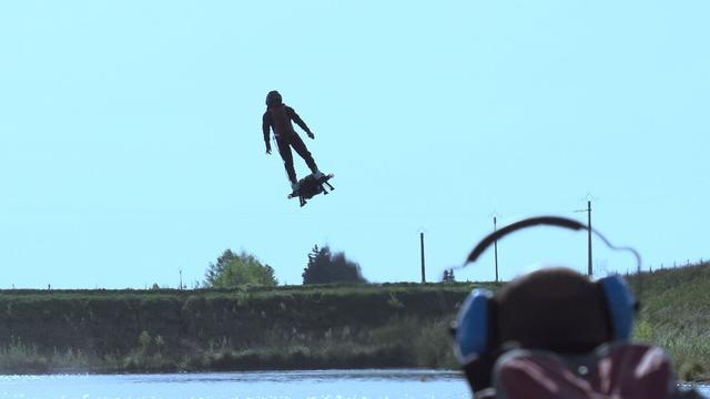 Fransman breekt record met echt zwevend hoverboard