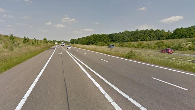 Dertig personen springen uit vrachtwagen in Limburg, mogelijk migranten