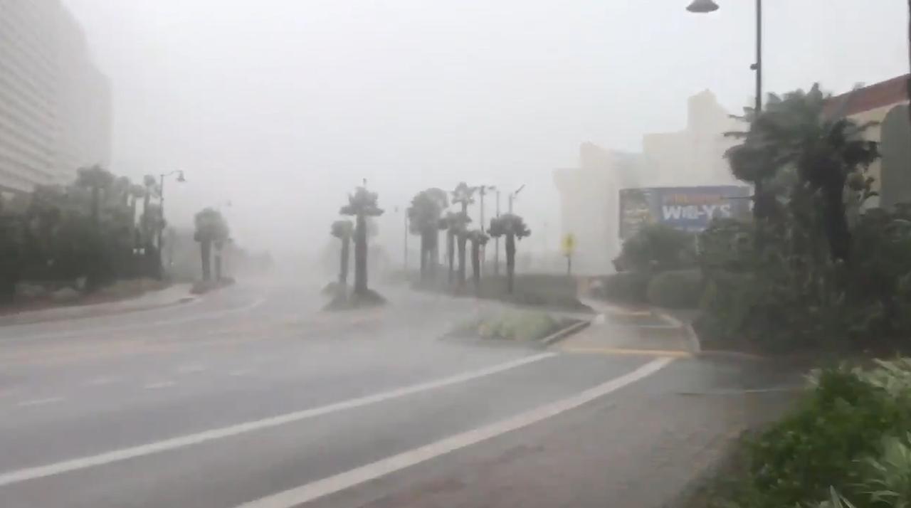 Orkaan Michael met veel regen en wind aan land in Florida