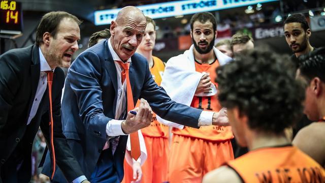 Succescoach Van Helfteren moet na zes jaar vertrekken bij basketballers
