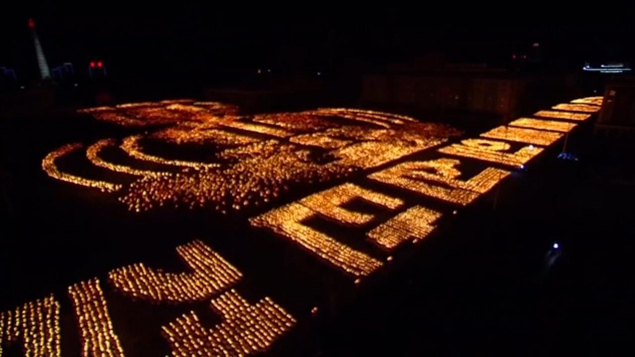 Massale fakkeltocht ter afsluiting verjaardag Noord-Korea