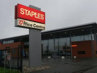 De naam 'Office Centre' komt terug op de gevels