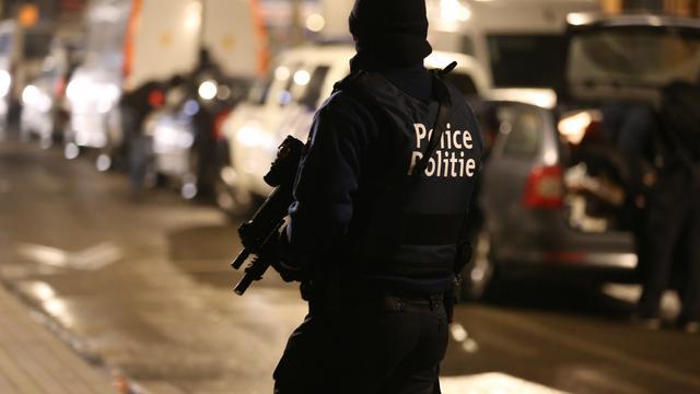 Nederlander aangehouden voor dreigen met bom in België
