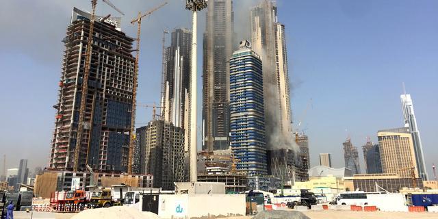 Grote brand in gebouw in aanbouw in Dubai