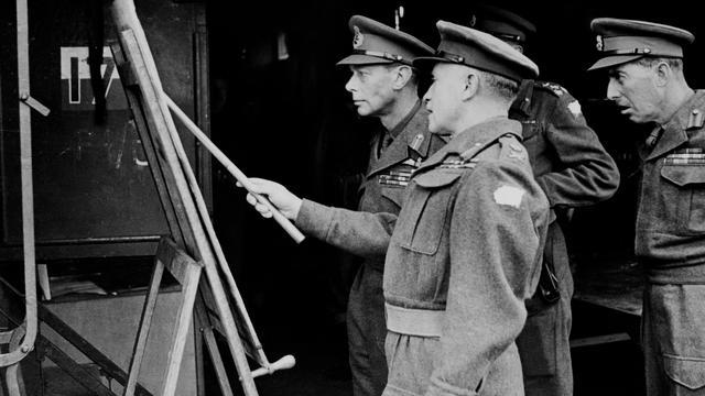 1944: De Britse koning George VI wordt in Nederland bijgepraat over de militaire vorderingen.