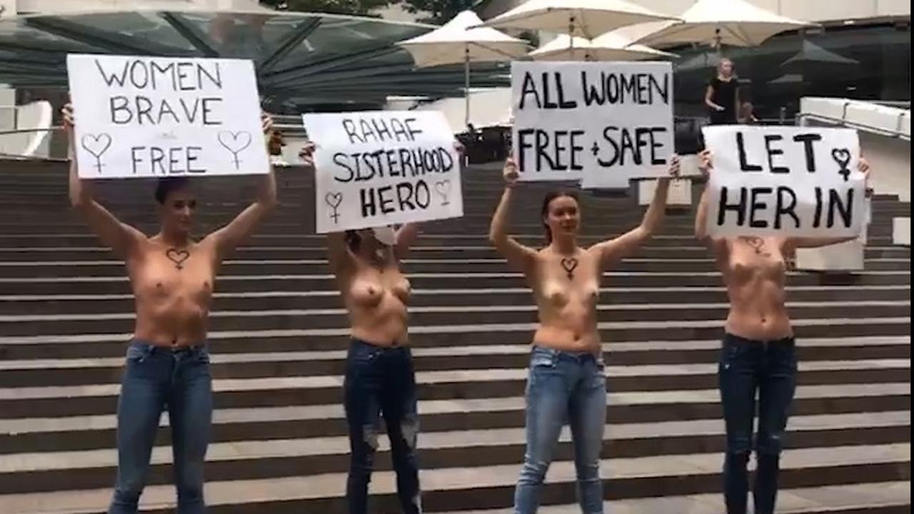 topless-protest-in-sydney-voor-gevluchte