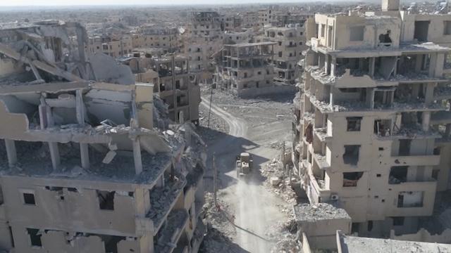 Dronebeelden laten verwoesting heroverd Raqqa zien