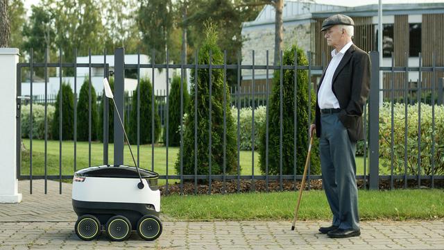 Skype-oprichters maken bezorgrobot die over de stoep rijdt